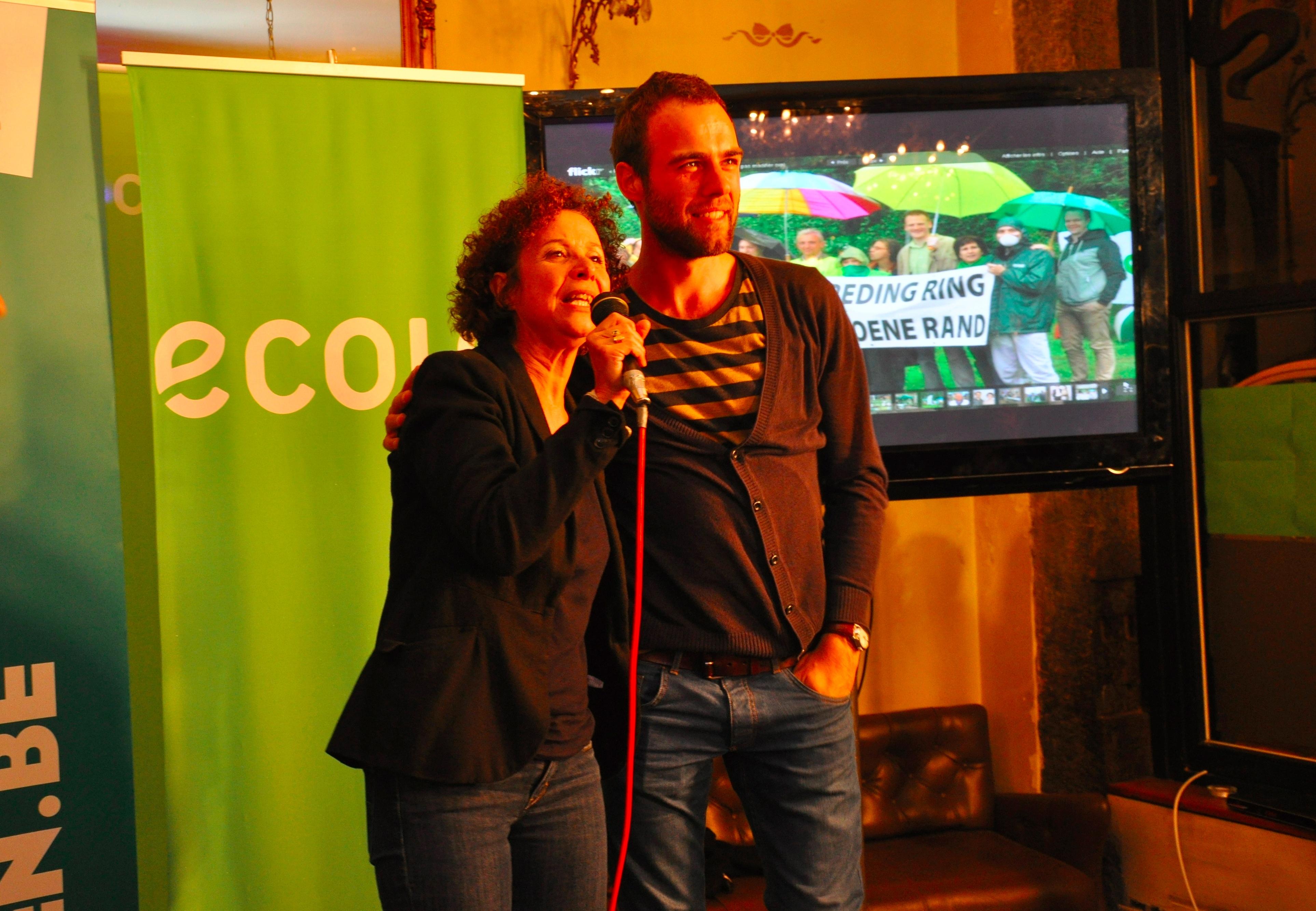 Bart D'Hondt 121014 en Marie Nagy op verkiezingsavond Ecolo-Groen – Foto H.Sleebus DSC_0986ckl2